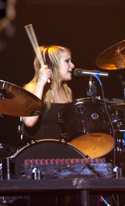 Jen Ledger of Skillet drumming and singing