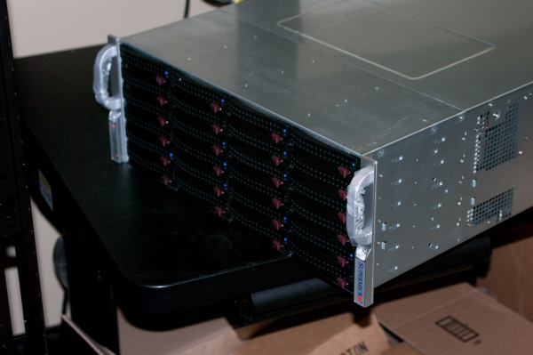 supermicro-sc847a-front-lights