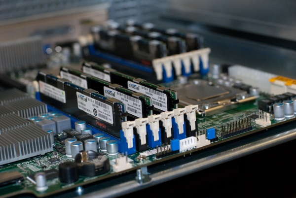 supermicro-sc847a-motherboard-with-6-dimms-and-cpus-installed